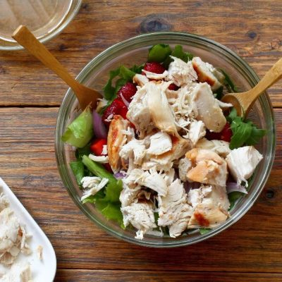 Healthy Chicken and Strawberry Salad recipe - step 2