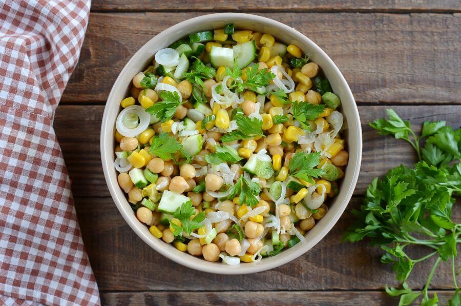 Fresh Vegan Corn and Chickpea Salad recipe - step 4