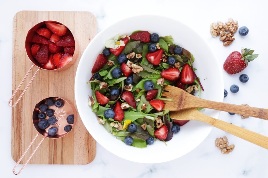 Healthy Berry and Walnut Salad recipe - step 2