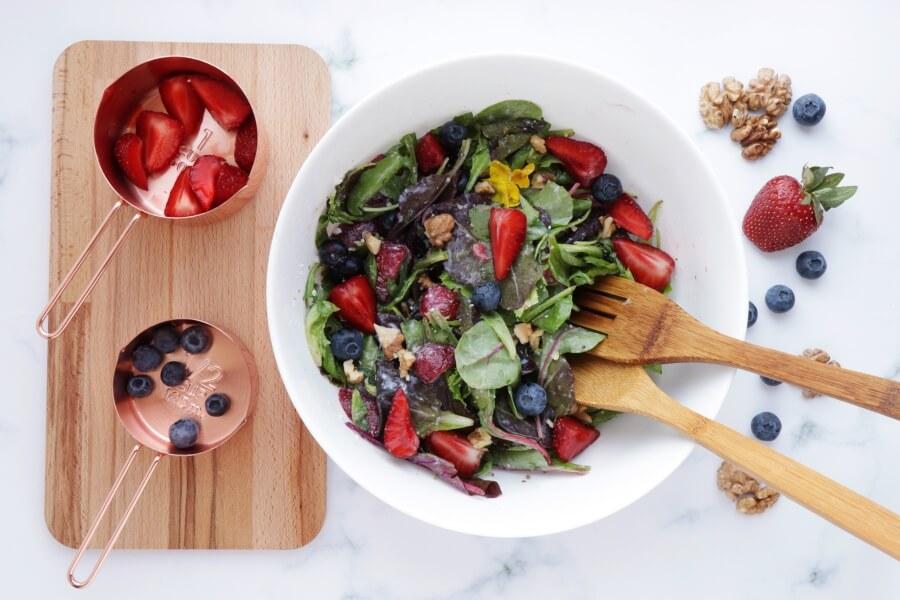 Healthy Berry and Walnut Salad recipe - step 3