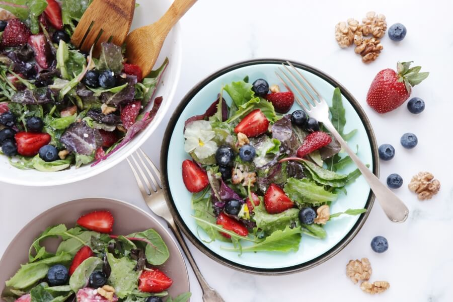 How to serve Healthy Berry and Walnut Salad