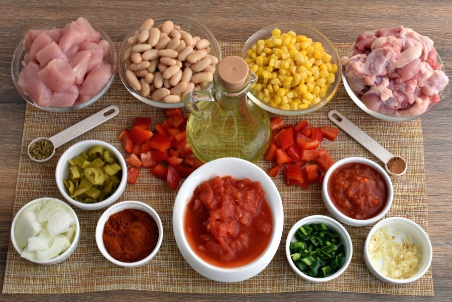Ingridiens for Gluten Free Hearty Chicken Chili with White Beans