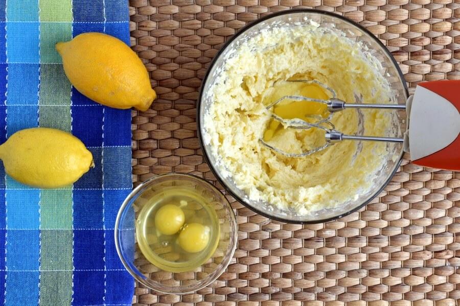 Lemon Drizzle Cake recipe - step 3