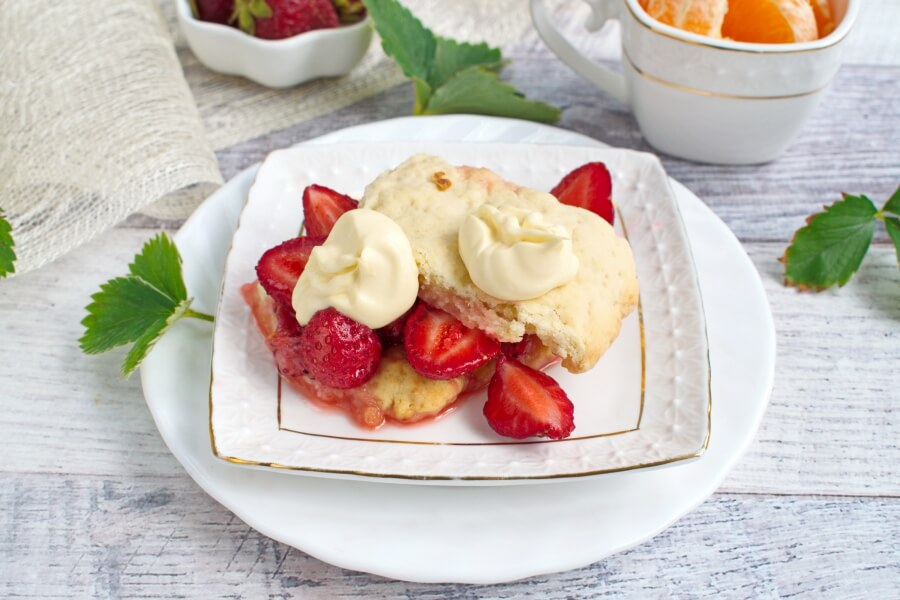 How to serve Old Fashioned Strawberry Shortcake