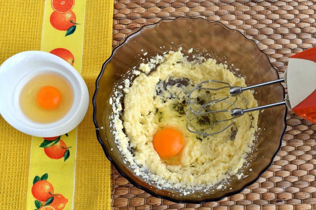 Pound Cake with Strawberry Glaze recipe - step 3