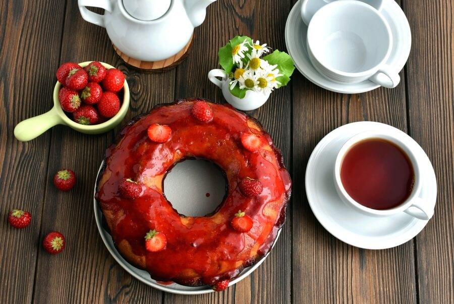 How to serve Pound Cake with Strawberry Glaze