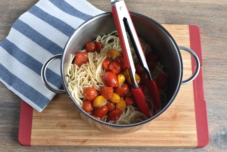 Roasted Cherry Tomato Sauce with Spaghetti recipe - step 4