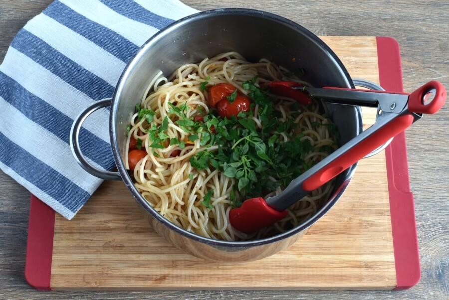 Roasted Cherry Tomato Sauce with Spaghetti recipe - step 6
