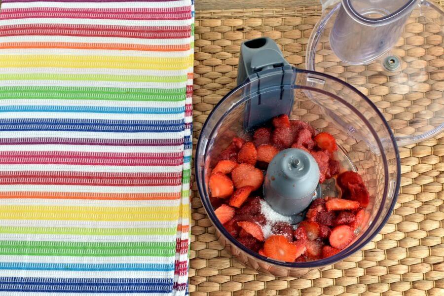 Fresh Strawberry Mousse recipe - step 2