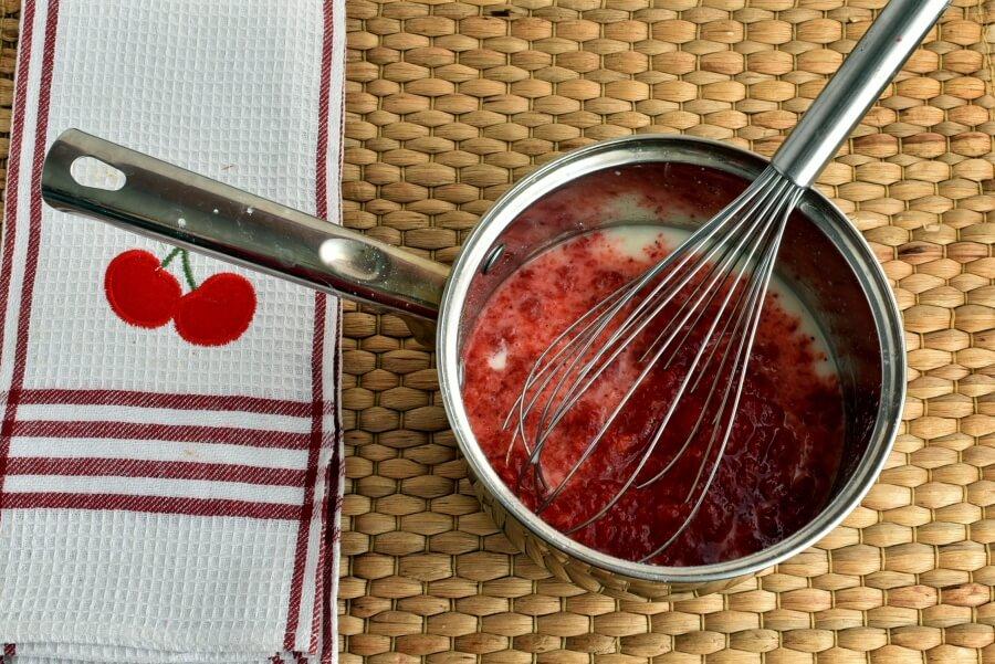 Sky-High Strawberry Pie recipe - step 2