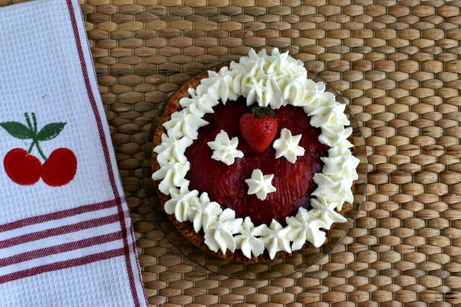 How to serve Sky-High Strawberry Pie