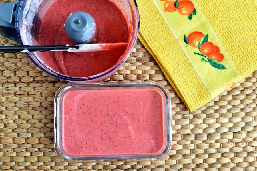 Strawberry Basil Frozen Yoghurt recipe - step 3