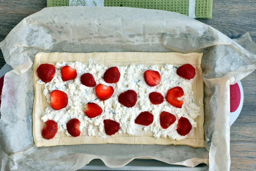 Strawberry Feta and Thyme Tart recipe - step 4