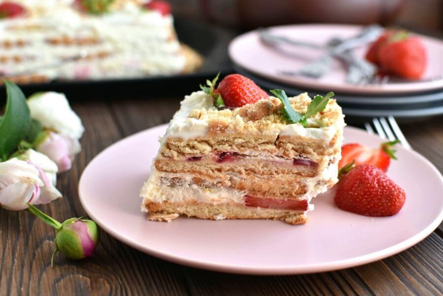 How to serve Strawberry Shortcake Slice