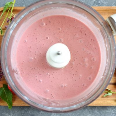 Vegan Coconut Milk Strawberry-Banana Pops recipe - step 1