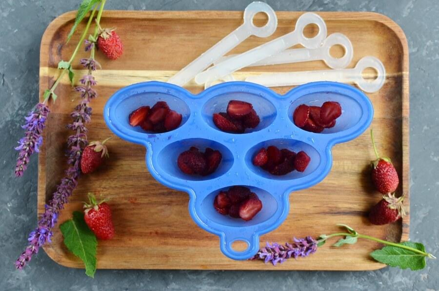 Vegan Coconut Milk Strawberry-Banana Pops recipe - step 2