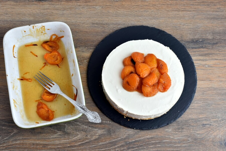 How to serve Yoghurt Cheesecake with Honey Roasted Apricots