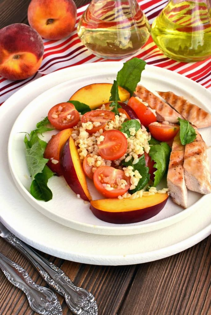 Grilled chicken with juicy peaches