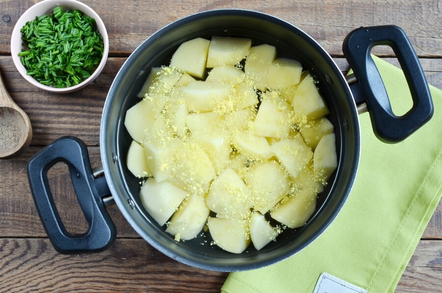 Courgette, Potato and Cheddar Soup recipe - step 1