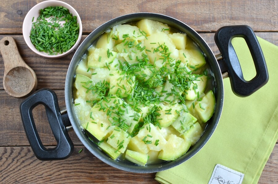 Courgette, Potato and Cheddar Soup recipe - step 3