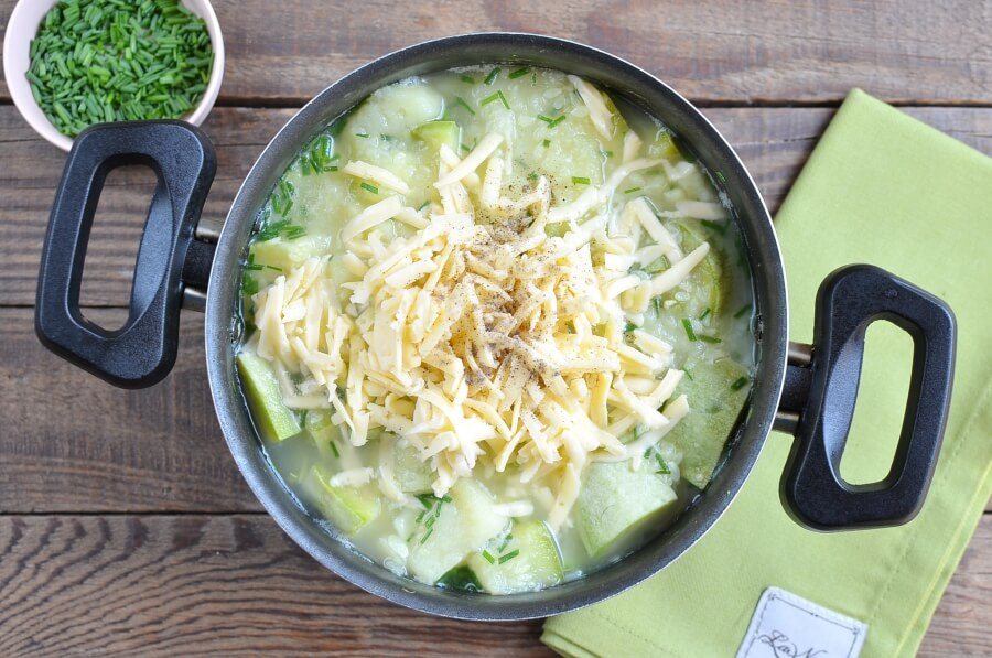 Courgette, Potato and Cheddar Soup recipe - step 4
