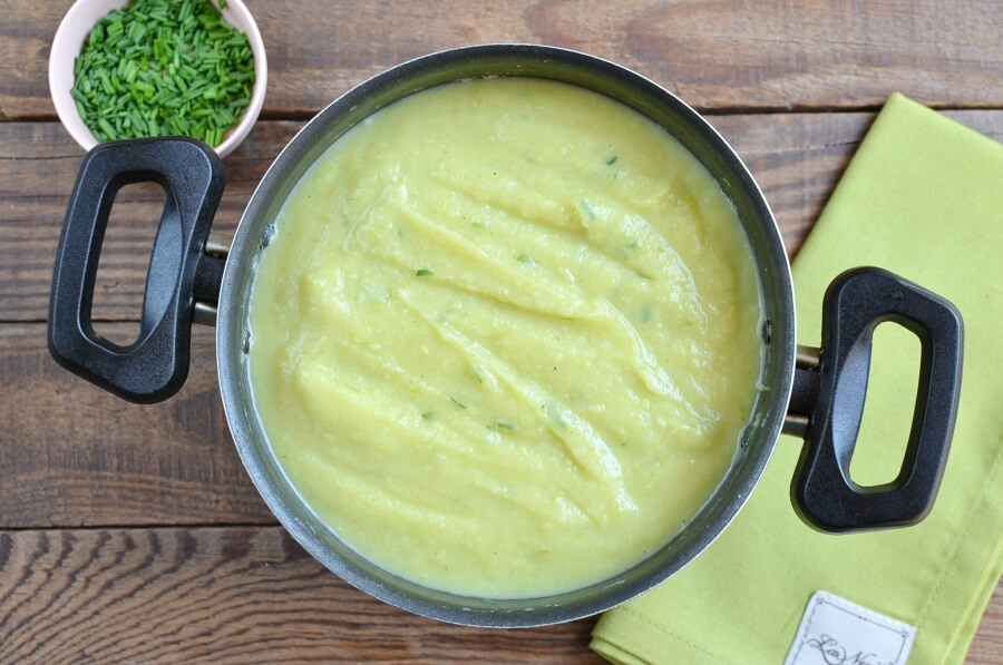 Courgette, Potato and Cheddar Soup recipe - step 5