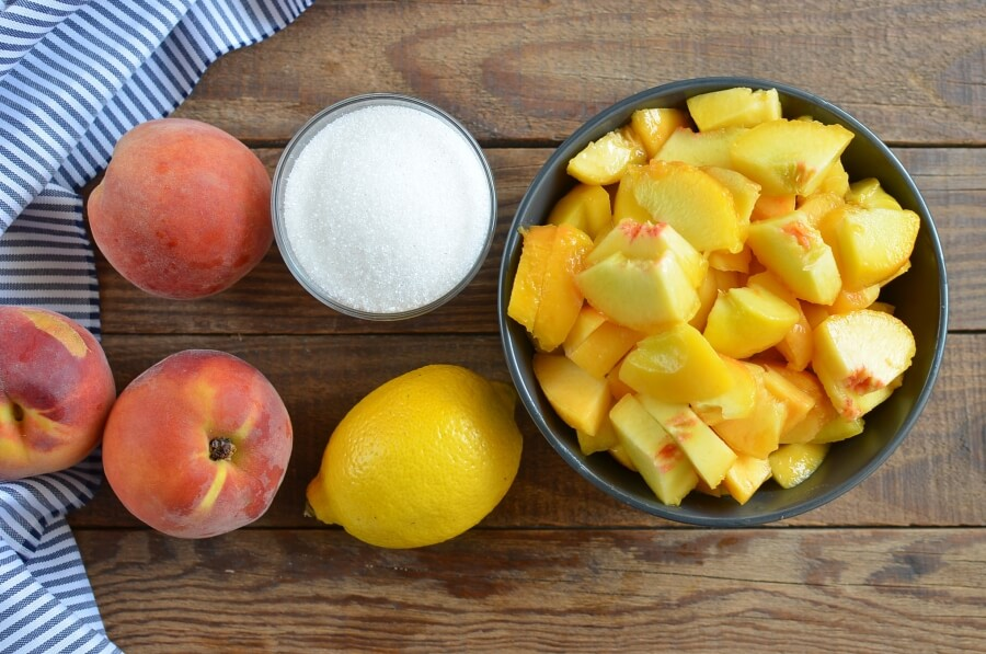 Ingridiens for Easy Homemade Peach Jam (No Pectin)