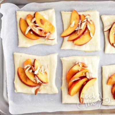 Easy Peach Tartlets recipe - step 4