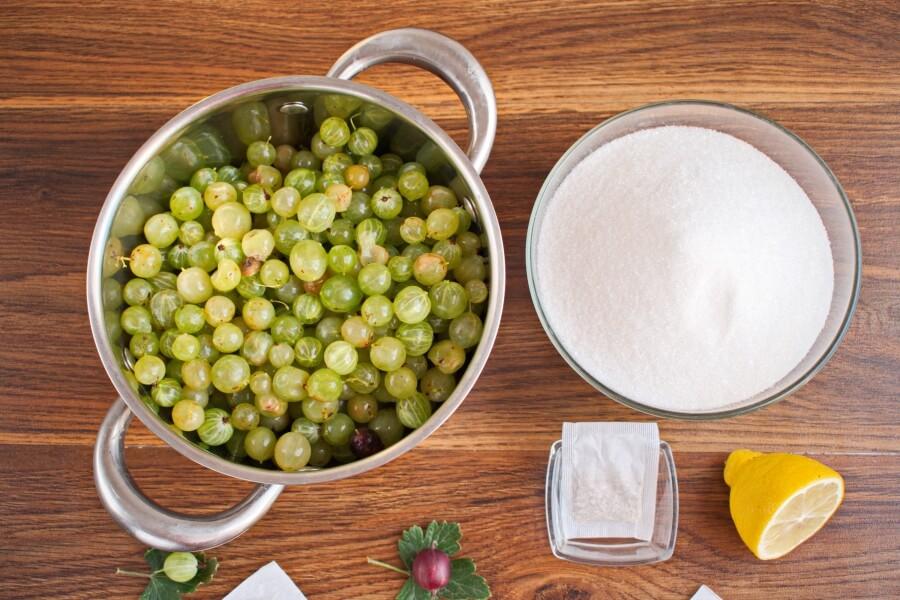 Gooseberry and Chamomile Jam recipe - step 2