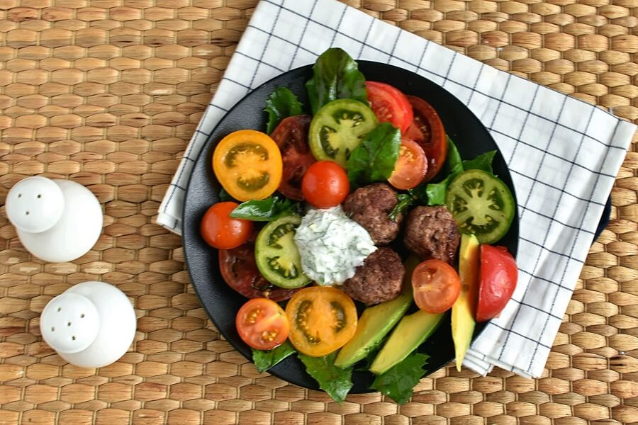 How to serve Keto Meatball and Tomato Salad