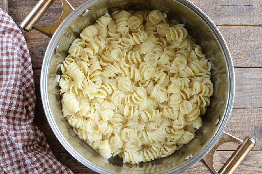 Pasta with Peas and Sausage recipe - step 1