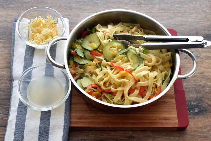 Pasta with Sautéed Peppers Zucchini and Smoked Mozzarella recipe - step 4