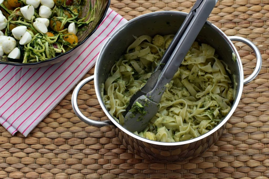 Pasta with Tomatoes Zucchini and Pesto recipe - step 5