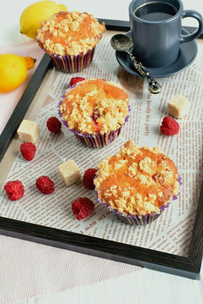 Tangy muffins with a crunchy topping