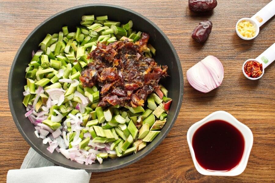 Rhubarb and Date Chutney recipe - step 1