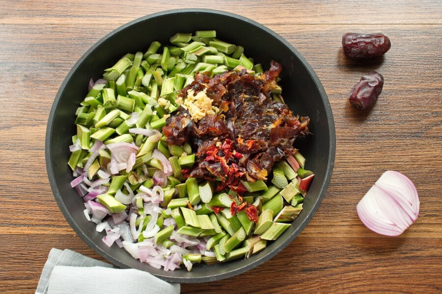 Rhubarb and Date Chutney recipe - step 3
