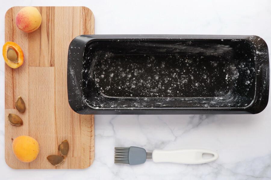 Skinny Apricot Loaf Cake recipe - step 1