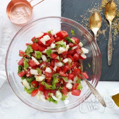 Spicy Chicken Tomato Pitas recipe - step 1
