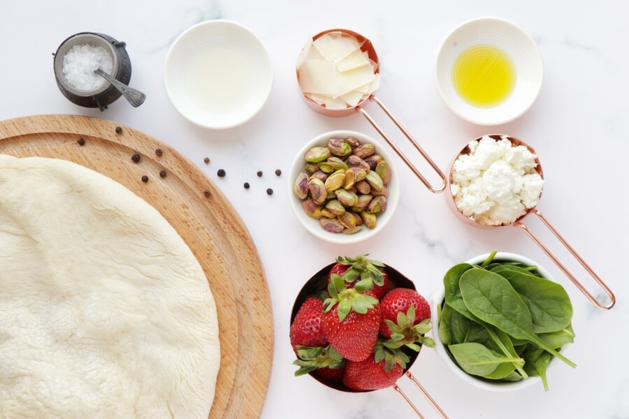 Strawberry, Pistachio, and Goat Cheese Pizza Recipe-How to Make Strawberry, Pistachio, and Goat Cheese Pizza-Delicious Strawberry, Pistachio, and Goat Cheese Pizza