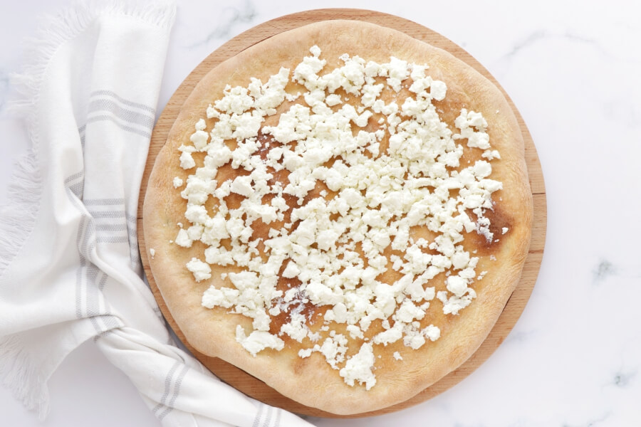 Strawberry, Pistachio and Goat Cheese Pizza recipe - step 3