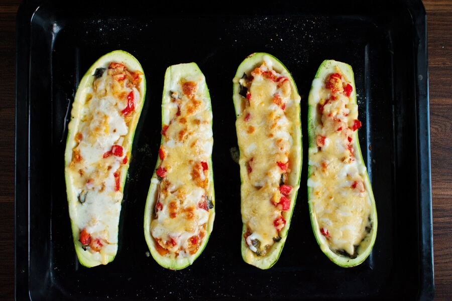 Stuffed Courgettes with Rocket Salad recipe - step 9