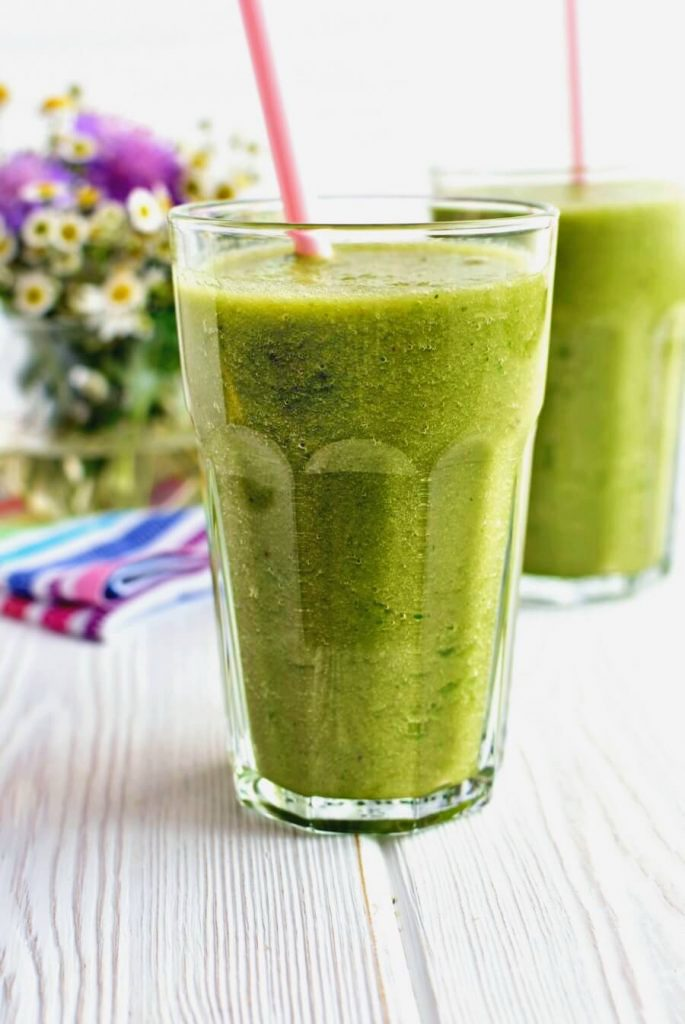 A Vegan Green and Tropical Fruit Smoothie Blend