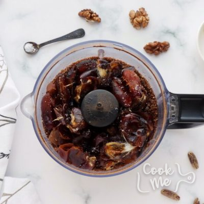 Walnut Bliss Balls with Chia, Coconut and Carob recipe - step 2