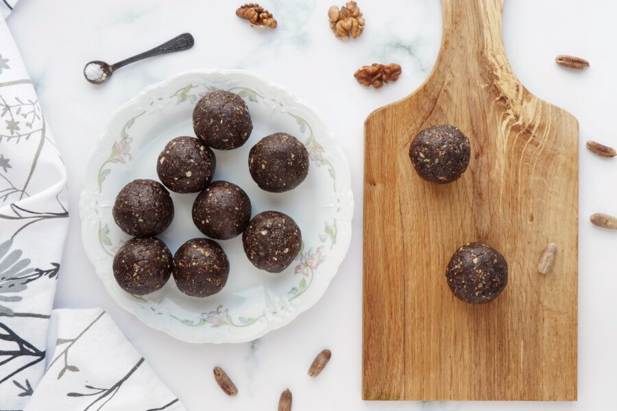 Walnut Bliss Balls with Chia, Coconut and Carob recipe - step 3