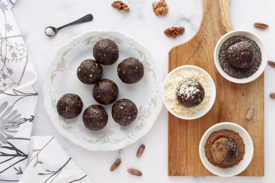 Walnut Bliss Balls with Chia, Coconut and Carob recipe - step 4
