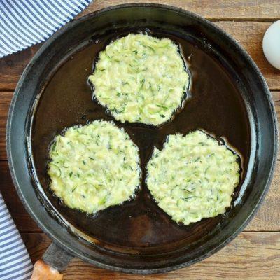 Crispy Zucchini Fritters recipe - step 4