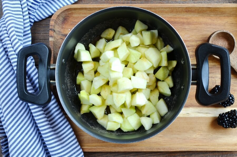 Apple and Blackberry Crumble recipe - step 6