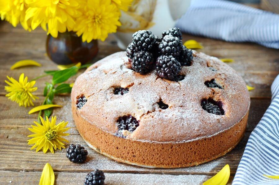 How to serve Blackberry Cake