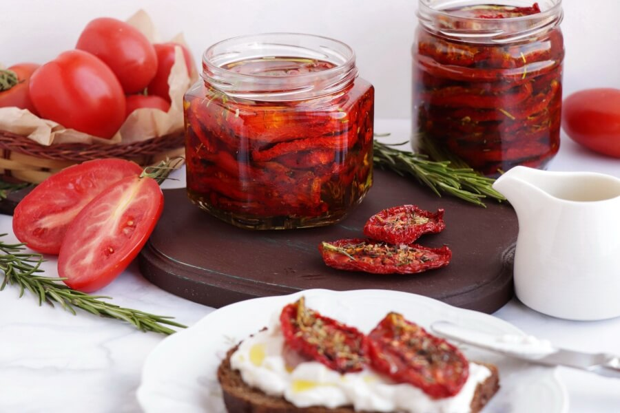 How to serve Easy Homemade Sundried Tomatoes