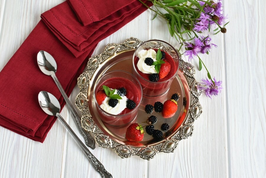 How to serve Easy Strawberry Blackberry Pudding